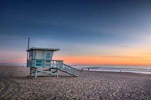 Enjoy the relaxed atmoshere of Venice Beach and the Santa Monica